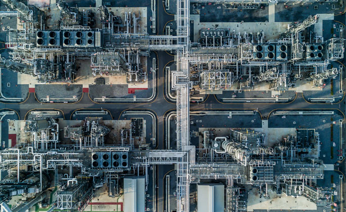 Piping overview of a refinery